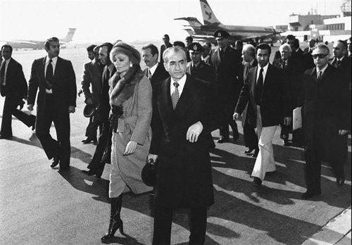 لحاظ خروج اخرین شاه پهلوی از ایران