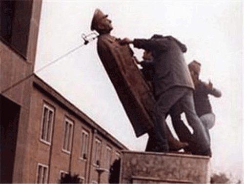 سرنگونکردن مجسمه پهلوی