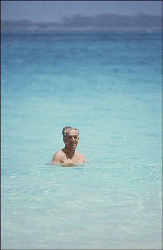 عکس شاه بعد از فرار ایران