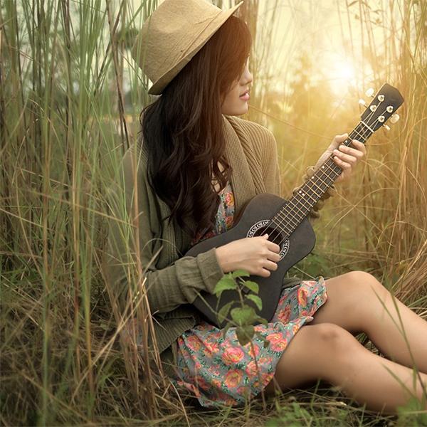 عکس دختر با گیتار جدید