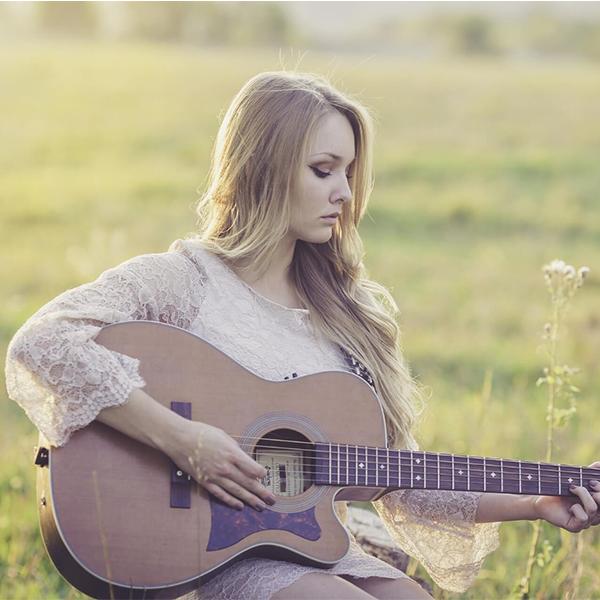 عکس پروفایل دختر گیتاریست