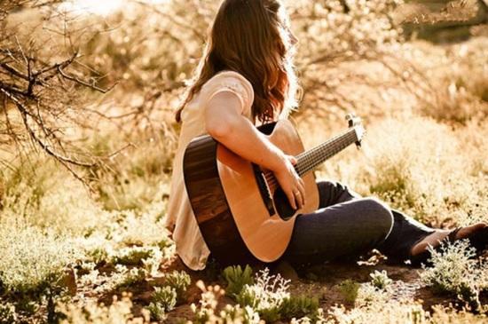 عکس دختر و گیتار فانتزی