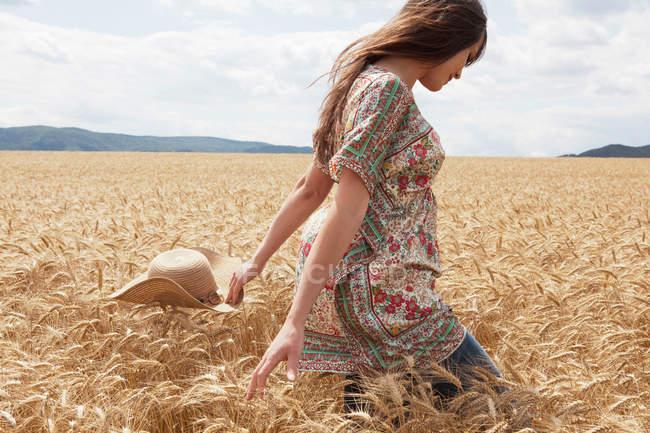 girl Wheat field figure 7