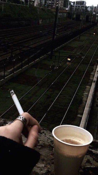 عکس پروفایل سیگار کشیدن دختر