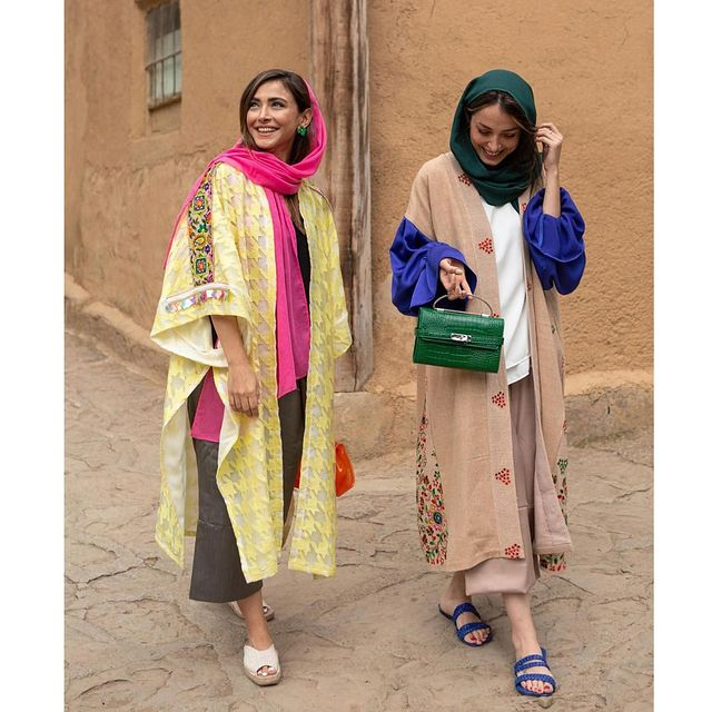 مد مانتو رنگ روشن عید 1400 زنانه جلو باز
